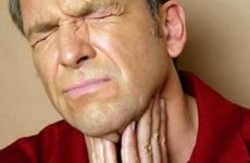 мужчину мучает боль в горле