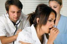 врачи проводят осмотр ольной