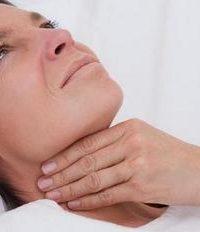 женщину мучает боль в орле