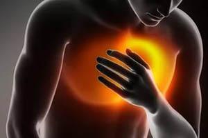 Что это такое, когда колет в грудной клетке справа, слева или посередине, и почему ощущается боль при вдохе?