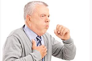 Каковы причины боли в грудине посередине, сопровождающиеся сухим кашлем, и как лечить такие болезни?
