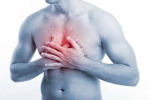 Почему возникает чувство тяжести в грудной клетке и что делать, если при этом трудно дышать?