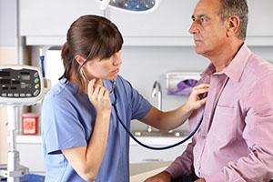 О чем говорят хрипы в легких при дыхании и чем их лечить у взрослого и ребенка?