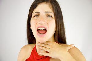 Что делать, когда пропал или сел голос, как и чем лечить, если болит горло и сильная охриплость?