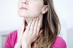 Почему першит горло и как быстро вылечиться в домашних условиях?