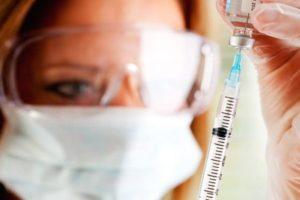 вакцина у медсестры