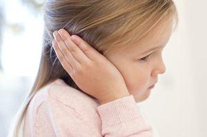 болит ухо у девочки